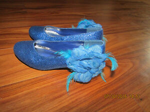 Girls size 4 formal shoes