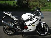 DAELIM ROADSPORT 125, 2017/17, 4,925 MILES.
