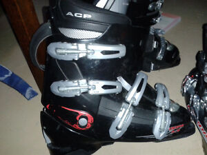 Ski Boots Several Sizes (see additional pictures)