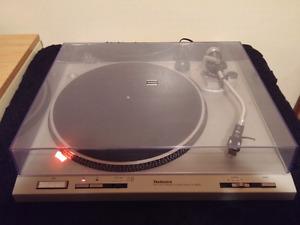 Technics Direct Drive Turntable SL-D202