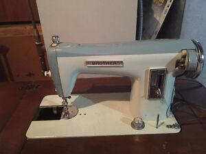 Old sewing machine Kitchener / Waterloo Kitchener Area image 1