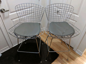 Two metal Structube bar stools!!! 2x for 100$