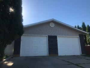 detached double garage right side for lease. Big space! $200/mo