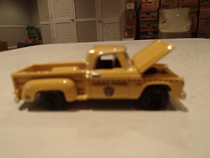 Loose Greenlight COUNTRY ROADS 1965 DODGE D-100 Pickup Yellow
