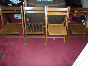 Set of 4 Vintage Wooden Folding Chairs - Thanksgiving dinner