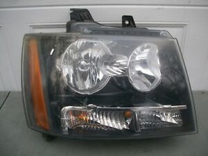 CHEVY TAHOE SUBURBAN AVALANCHE 07-14 HEADLIGHT OEM RH & LH. Peterborough Peterborough Area image 1