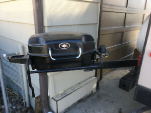 Trailer barbecue with extension arm