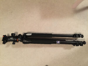 VANGUARD TRIPOD ** ONLY USED FOR 6 months **