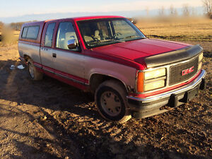 1992 GMC Sierra 1500 Extended-cab truck with cap