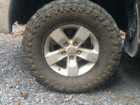 Toyo open country M/T 295/70/17 (33.5x12x17)