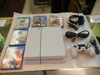 PlayStation 4 (Latest Model)- 500 GB + 5 jeux