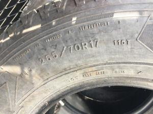 pneus à vendre 265//70 r17