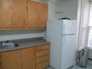 Everything included - bachelor apartment - Granville Street