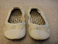 White flats with lace detail - Size 7