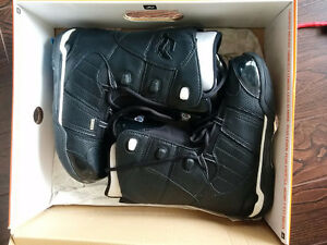 Snowboarding boots (size 9) - mint condition