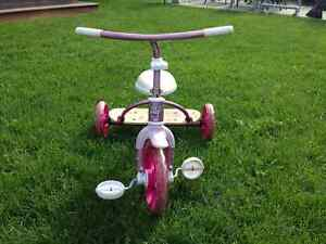 Tricycle robuste pour enfants West Island Greater Montréal image 2