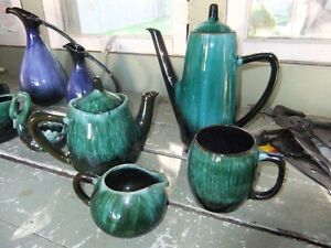 5 pieces of blue mountain pottery, one 9inch tall coffee pot 20$