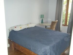 Plateau Chambre Meublée disponible furnished room available