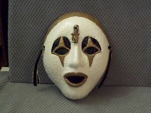 Hanging wall mask