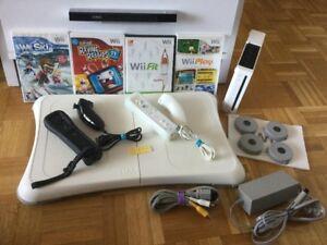 Wii 2 manettes, 1 planche Wii Fit et jeux- 125$