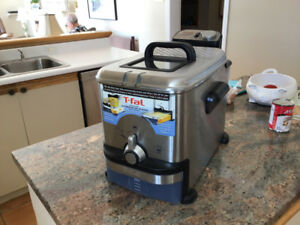 T-FAL  ULTIMATE EZ CLEAN PRO FRYER