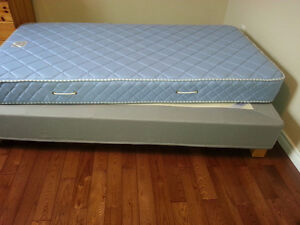 Bed for sale (twin bed)