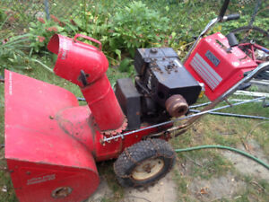 Snow blower, Souffleuse 10HP Briggs & Stratton engine