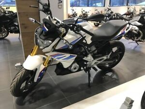2017 BMW F800R Light White/Lupin Blue/Racing Red