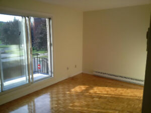 4 1/2  BROSSARD (Section N)- Great location! Emplacement idéal!