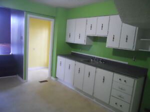 Investment or live in, 2 apt, 2 story, close to mun St. John's Newfoundland image 3