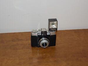 AGFA Agnar Isoly Vintage Camera w/ Case & Flash Oakville / Halton Region Toronto (GTA) image 1