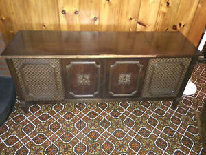 Vintage stereo with turn table.