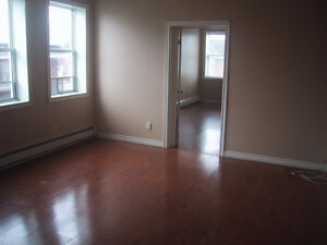 QUIET 4 PLEX 2'ND FLOOR 1 BEDROOM APARTMENT UTILITIES INCLUDED