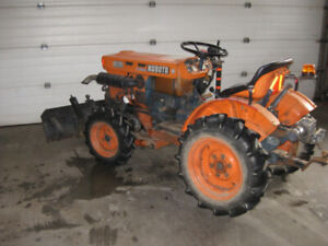 B6100 Kubota 4x4 tractor , 3 cylinder diesel ( owned 15yrs )