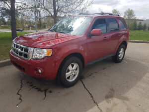 2011 Ford Escape Limited, V6, AWD, Sunroof, LEATHER, 70,000 km.