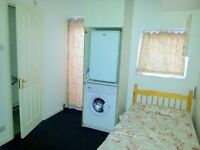bedsit with private bathroom in Wood Green, bills incl except electric