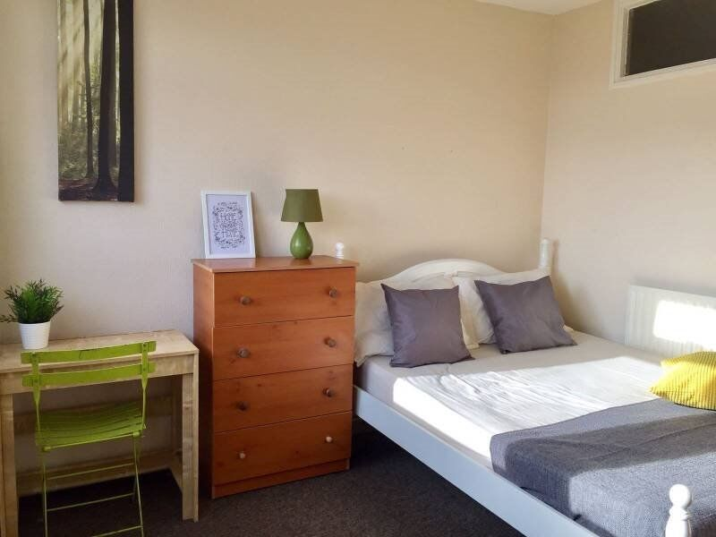 Accomodation in E3 - Bills inc - Available ASAP