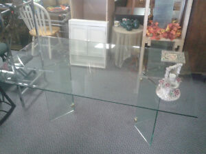 Glass Table 6' Great Condition at The Meetinghouse! Windsor Region Ontario image 4