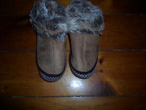 Kids size M 13-1 cozy slipper bottie
