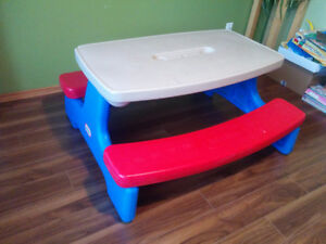 Kids plastic Little Tikes picnic table