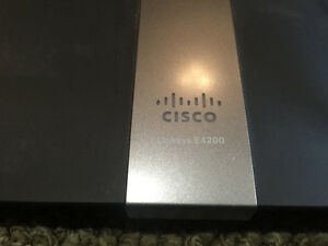 Cisco E4200 V2 Dual Band Wireless router WIFI 802.11 a/b/gn