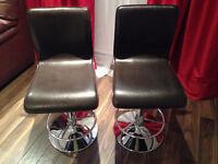 2 bar stools Structube