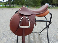 "English saddle package, Mondega saddle 17"", bridle etc"