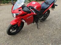Honda cbr 125 only 2 years old 64 plate £1300