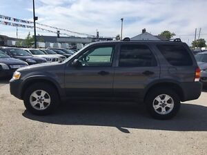 2005 FORD ESCAPE XLT * AWD * PREMIUM CLOTH SEATING London Ontario image 3