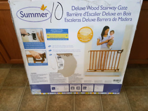 Summer deluxe wood stairway gate