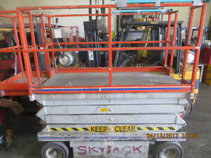 SKYJACK SCISSOR LIFT EXCELLENT WORKING UNIT