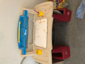 Kids art table for sale 40$