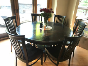 "60"" Round solid wood table with 8 chairs and 2 12"" leaves"