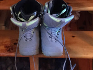Snowboard boots size 10 ladies
